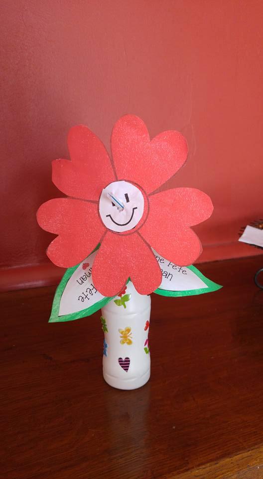 Vase et fleur fête des Mères .. d'Antoine 2 ans
