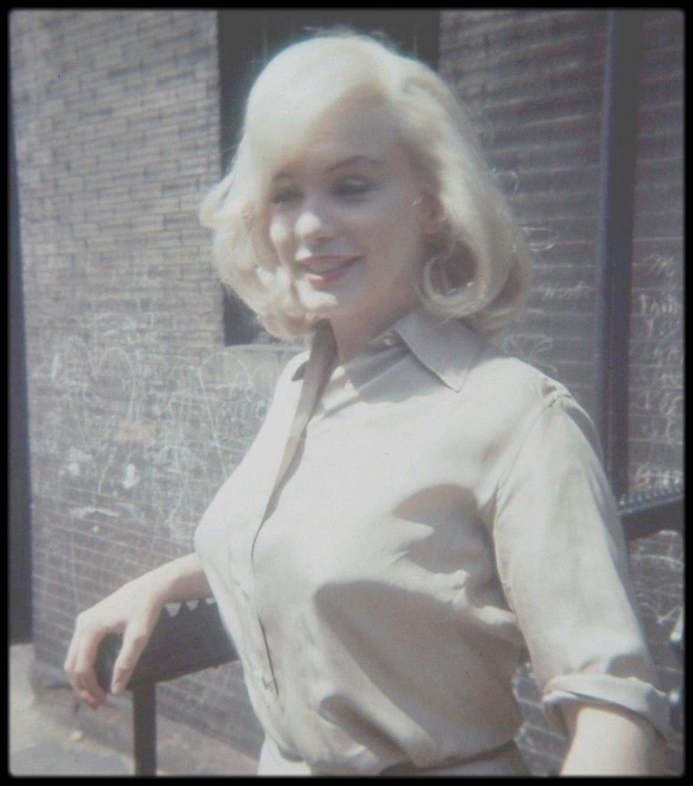 "1960 / (Photos James HASPIEL, Frieda HULL) / Marilyn à Los Angeles, pour les essais costumes et coiffures pour le film ""The misfits""."