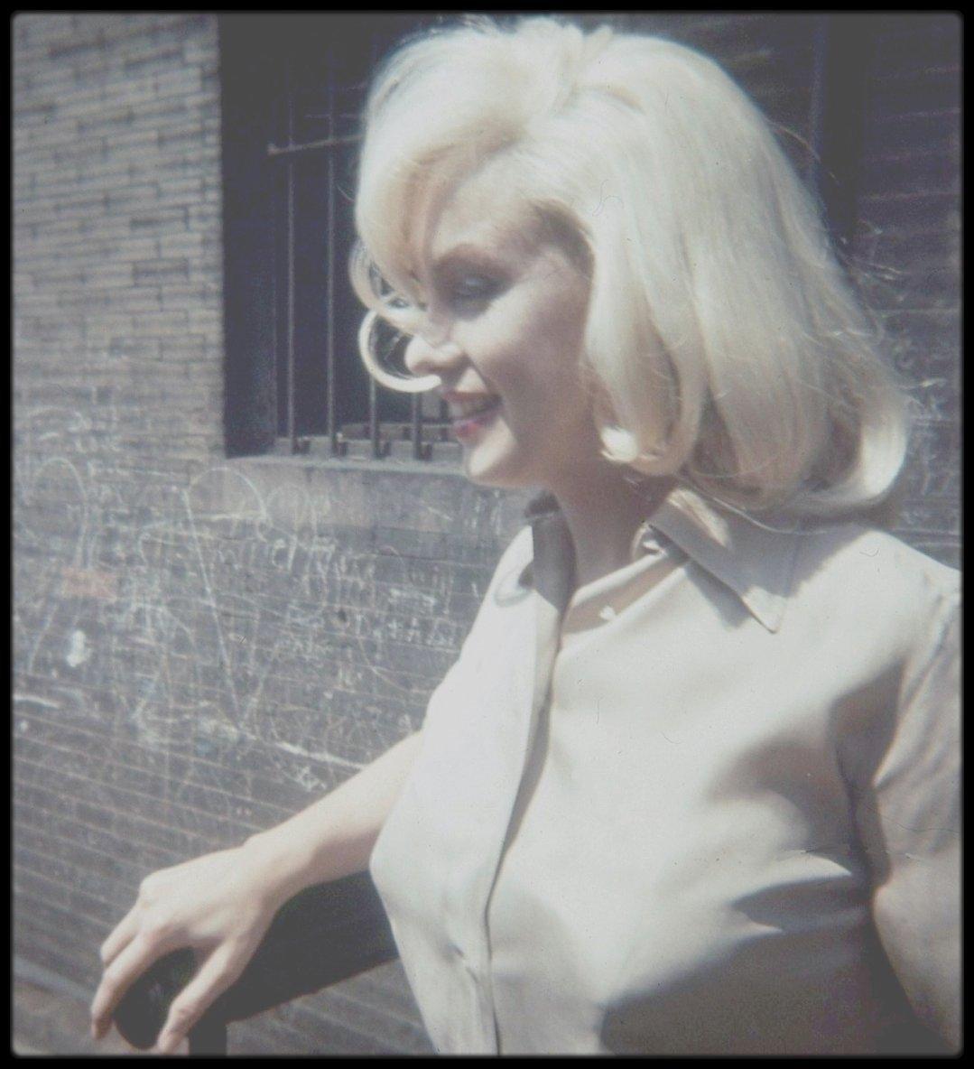 """1960 / (Photos James HASPIEL, Frieda HULL) / Marilyn à Los Angeles, pour les essais costumes et coiffures pour le film """"The misfits""""."""