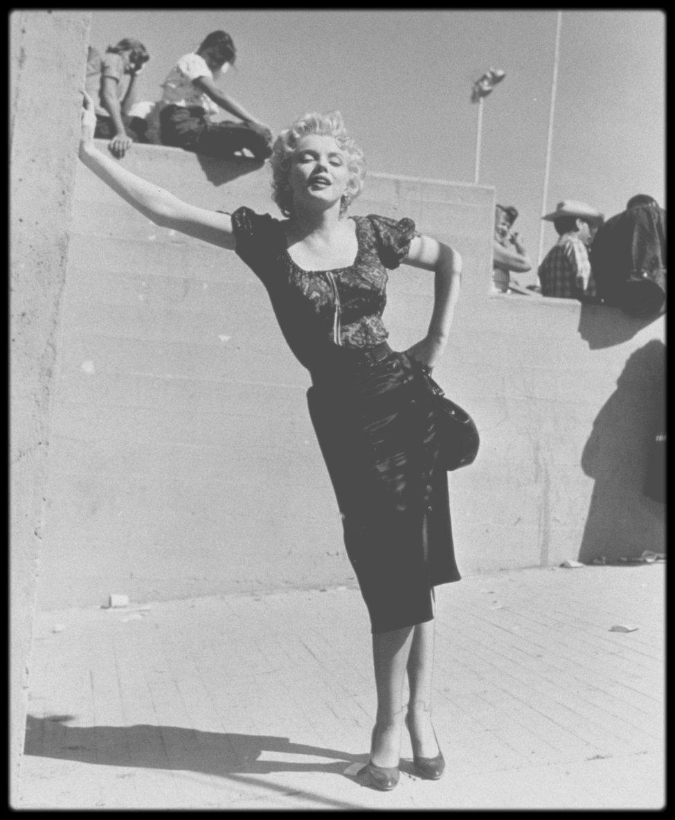 "1956 / Marilyn lors du tournage du film ""Bus stop"". (certaines photos signées Bob BEERMAN)."