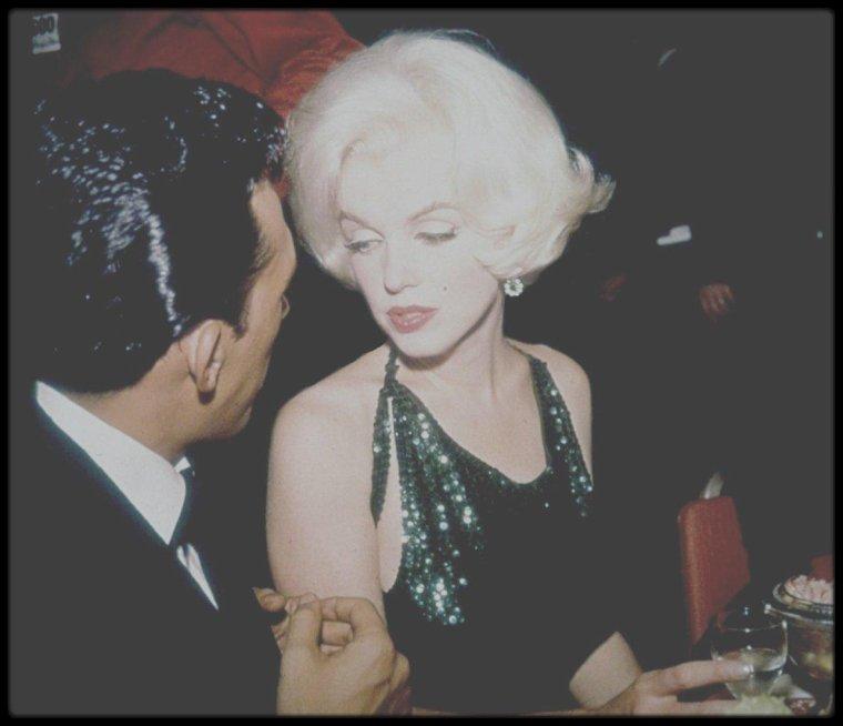 """1962 / Le 5 mars 1962, Marilyn reçoit le """"Golden Globe"""" de """"L'actrice préférée dans le monde durant l'année 1961"""" (""""The World Film Favs"""") à la 19ème cérémonie des Golden Globes Awards. Pour cette prestigieuse cérémonie, Marilyn est accompagnée de son nouveau compagnon Jose BOLANOS, un réalisateur mexicain, qu'elle vient de rencontrer durant son séjour à Mexico le mois précédent."""