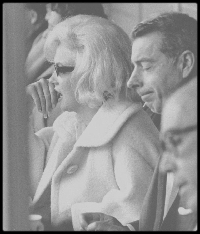 "1961 / Photos Lee LOCKWOOD, Marilyn et son ex-mari Joe DiMAGGIO assistent à un match de base-ball au Yankee Stadium de New York, opposant l'équipe des ""New York Yankees"" contre les ""Minnesota Twins""."