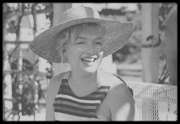 1957 / Marilyn en vacances à Long-Island, Amagansett, chez des amis, les ROSTEN et avec Stefan LORANT.