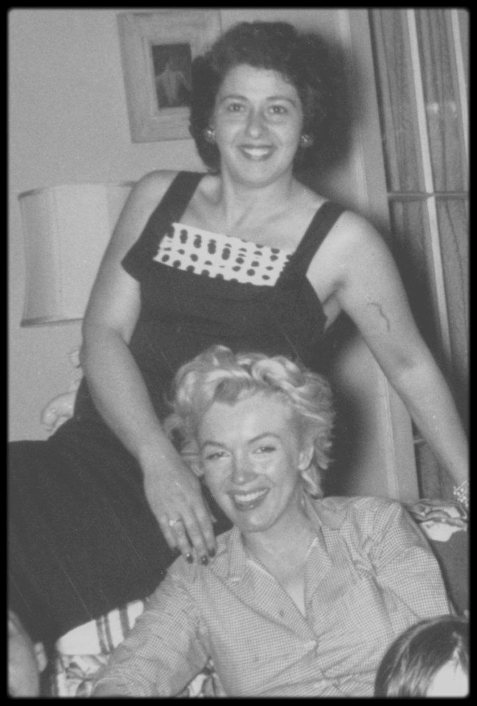 1953 / Marilyn, Helen RIZZO and friends.