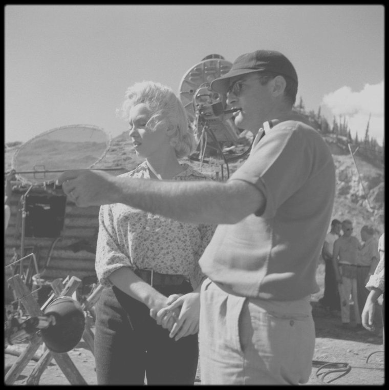 """1953 / Marilyn à Jasper, au Canada, lors des extérieurs du tournage du film """"River of no return"""", photos signées Allan SNYDER et Ray O'NEILL."""