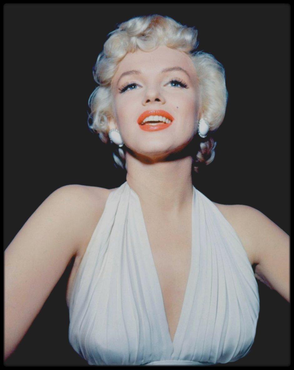 """1954 / Marilyn lors du tournage du film """"The seven year itch"""", tantôt avec son professeur d'art dramatique Natasha LYTESS, du réalisateur Billy WILDER ou de son maquilleur Allan """"Whitey"""" SNYDER, la plupart des photos sont signées Bruno BERNARD dit """"BERNARD of HOLLYWOOD""""."""