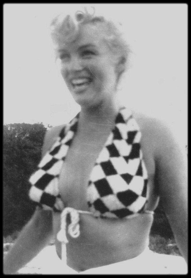 Septembre 1955, Long-Island, New-York... Marilyn entourée de ses amis, notamment Norman ROSTEN.