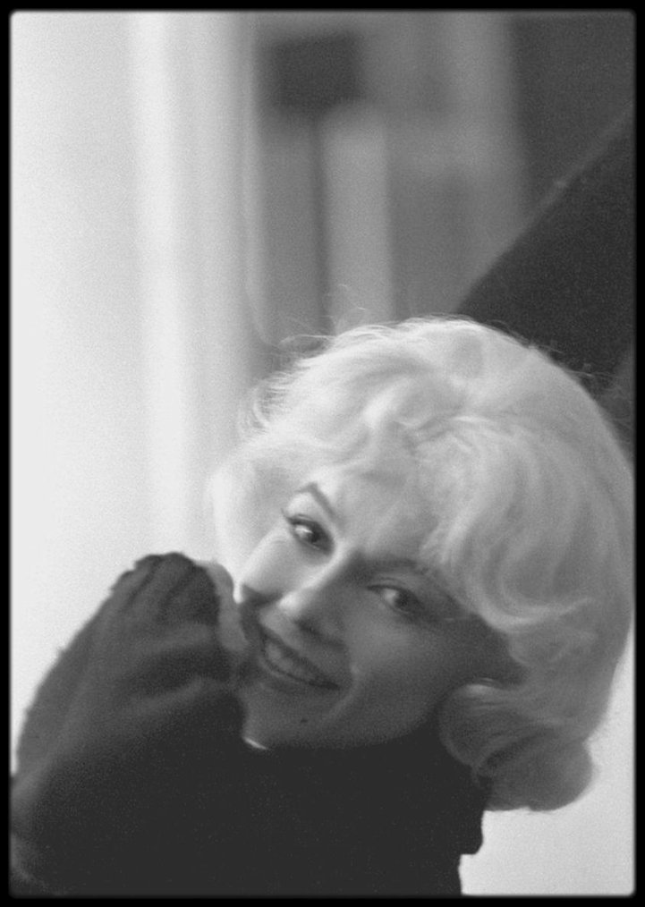 "1960 / Photo Lawrence SCHILLER, Marilyn candid lors du tournage du film ""Let's make love""."