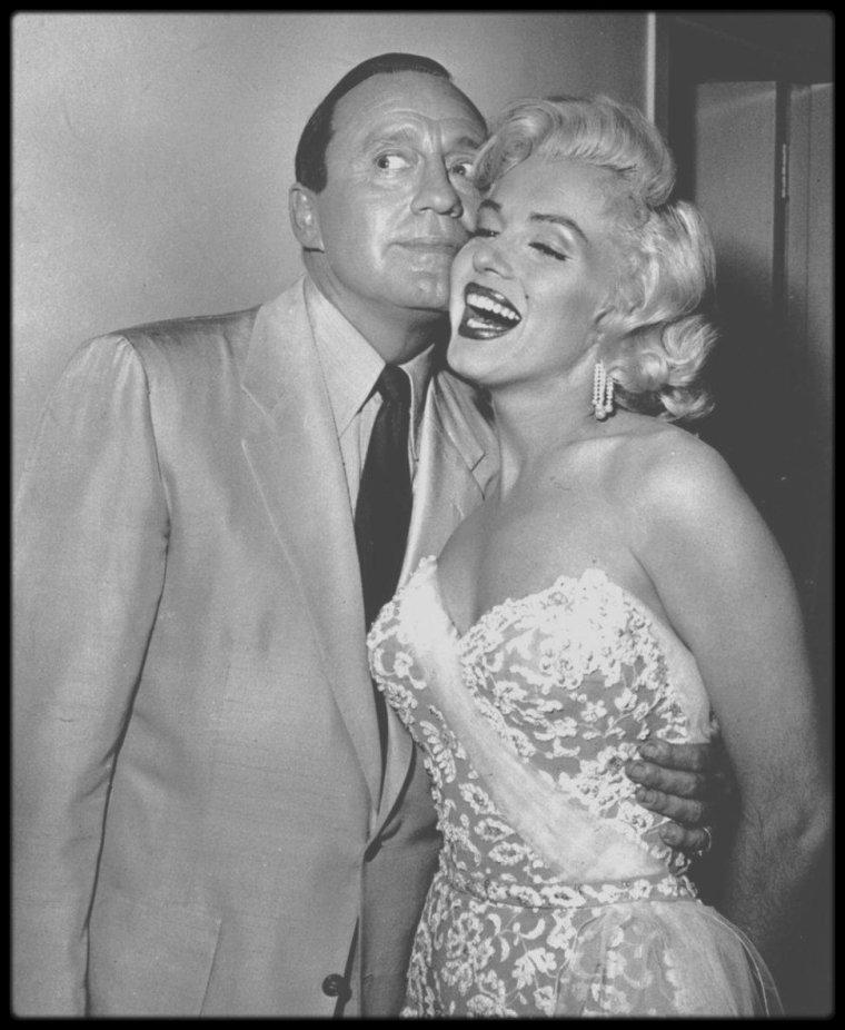 """13 Septembre 1953 / Marilyn  fit ses débuts à la télévision avec Jack BENNY dans un show enregistré au """"Shrine Auditorium"""" peu après la sortie de « Gentlemen prefer blondes ». Elle joua avec lui  dans un sketch et interpréta « Bye Bye baby », une chanson extraite du film. Le sketch s'appelait « Honolulu Trip » et fut diffusé sur le chaîne CBS."""