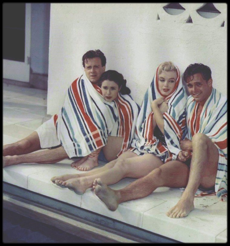 """12 Juin 1951 / Marilyn et trois autres jeunes talents, Craig HILL, Mala POWERS et Nick SAVANO sont invités par le propriétaire du restaurant le """"Ciro's"""", Herman HOOVER, chez lui dans sa villa de Beverly-Hills, pour une """"party""""."""