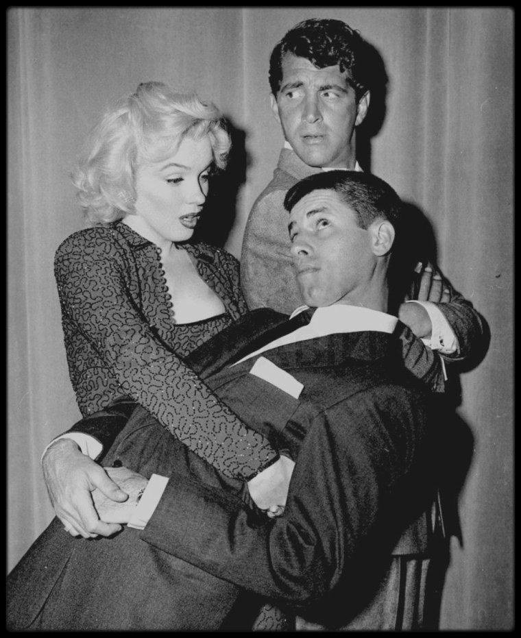 """24 Février 1953 / Marilyn participe à un sketch dans l'émission """"The MARTIN and LEWIS Show"""" (animé par Dean MARTIN et Jerry LEWIS) et reçoit le prix """"Redbook award"""" dans la catégorie """"Meilleure jeune personnalité du box office"""" de l'année 1952."""