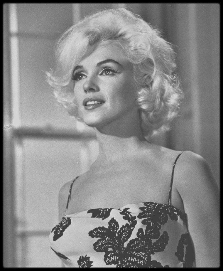 """1962 / Eté 1962, Marilyn joue son dernier rôle au cinéma dans le film qui restera inachevé, """"Something's got to give""""... Photos prisent lors du tournage pour les essais coiffures et costumes, quelques jours avant sa mort, à l'âge de 36 ans."""