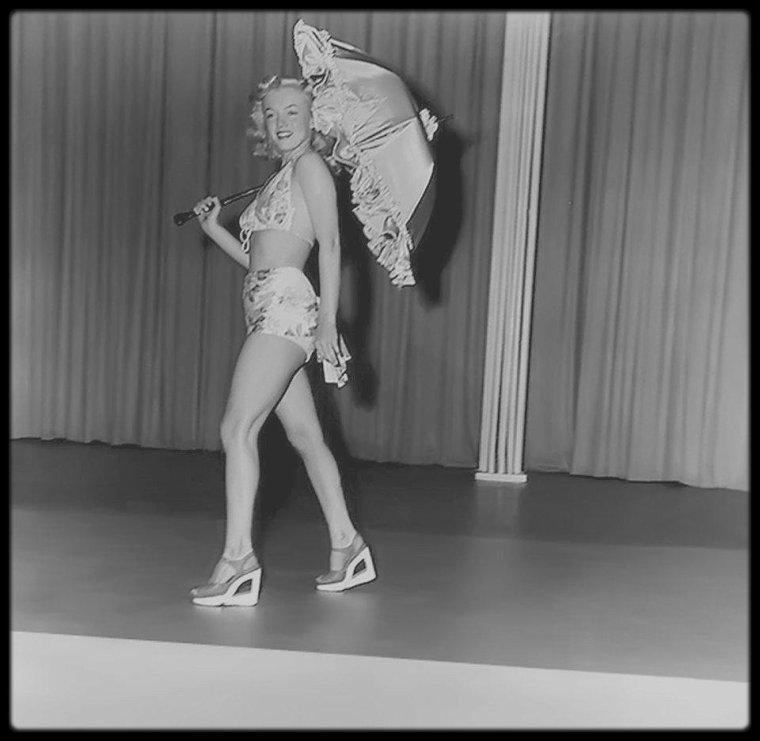 """1948 / Rare candide de Marilyn à l'époque de """"Ladies of the chorus""""."""