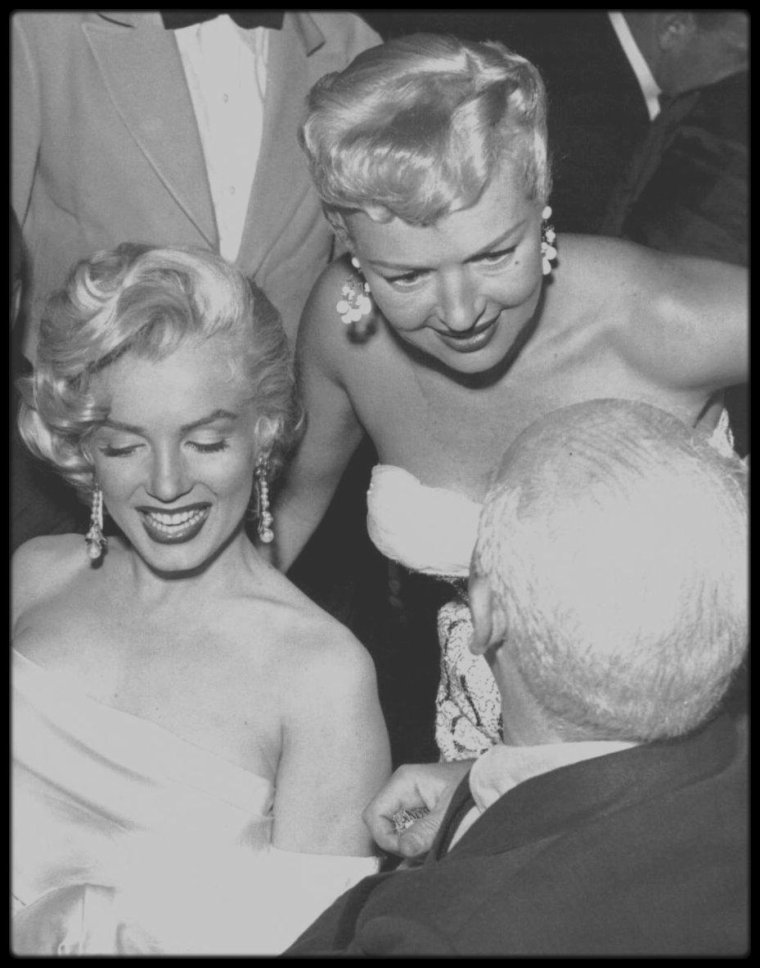 """13 Mai 1953 / (part II) Marilyn, Betty GRABLE, Sheilah GRAHAM, Army ARCHERD, Herman HOVER, Jane RUSSELL, Lucille BALL, Darryl ZANUCK, Sybil BRAND, Walter WINCHELL, Joe SCHENCK, Louella PARSONS, etc..., sont tous conviés à une soirée au """"Ciro's club"""", dont les bénéfices iront pour la lutte contre le cancer, soirée organisée en l'honneur de Miss Louella PARSONS, célèbre chroniqueuse mondaine du tout Hollywood et soirée dédiée également à Walter WINCHELL pour son anniversaire."""