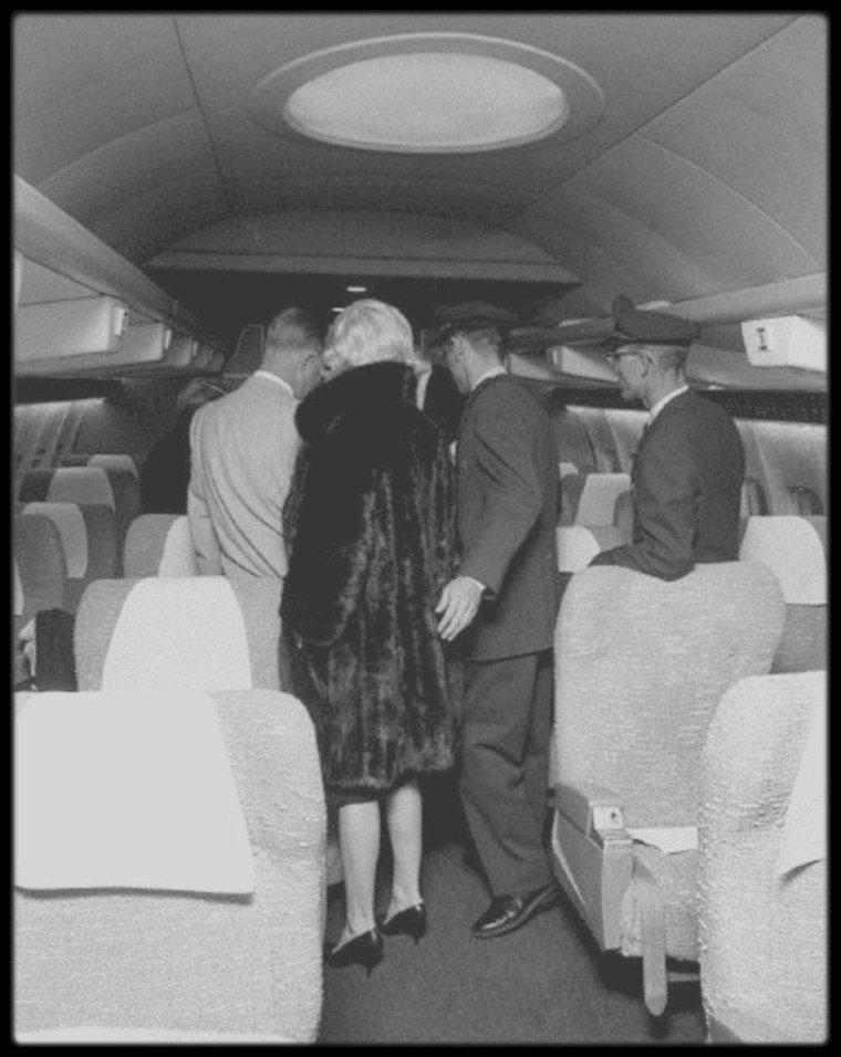 20 septembre 1959 marilyn rencontra durant quatre heures jerry wald producteur de son. Black Bedroom Furniture Sets. Home Design Ideas