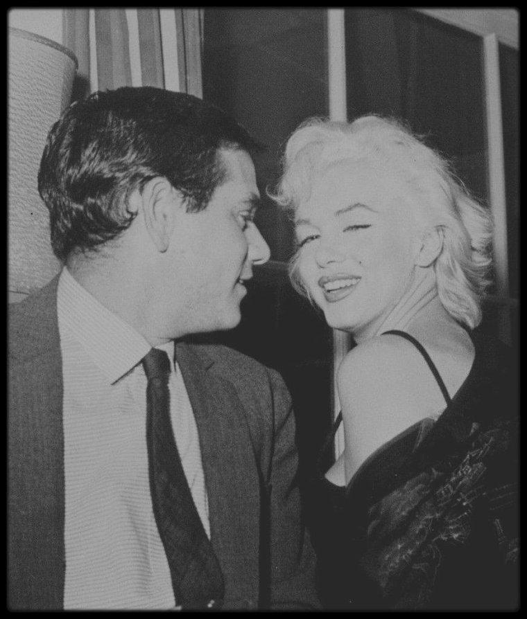 """2-8 Décembre 1954 / Première soirée et sortie publique de Sammy DAVIS Jr, après un accident de voiture qui lui coûta un oeil ; ce jour là, Sammy fête son anniversaire chez lui en invitant ses proches amis, tels que Marilyn et Milton GREENE, Tony CURTIS, Jeff CHANDLER, Jacques SERNAS, etc... Le groupe d'amis se rend ensuite au """"Crescendo Club"""", nightclub situé sur Sunset strip, applaudir le chanteur Mel TORME, avant d'aller dîner au """"Mocambo""""."""