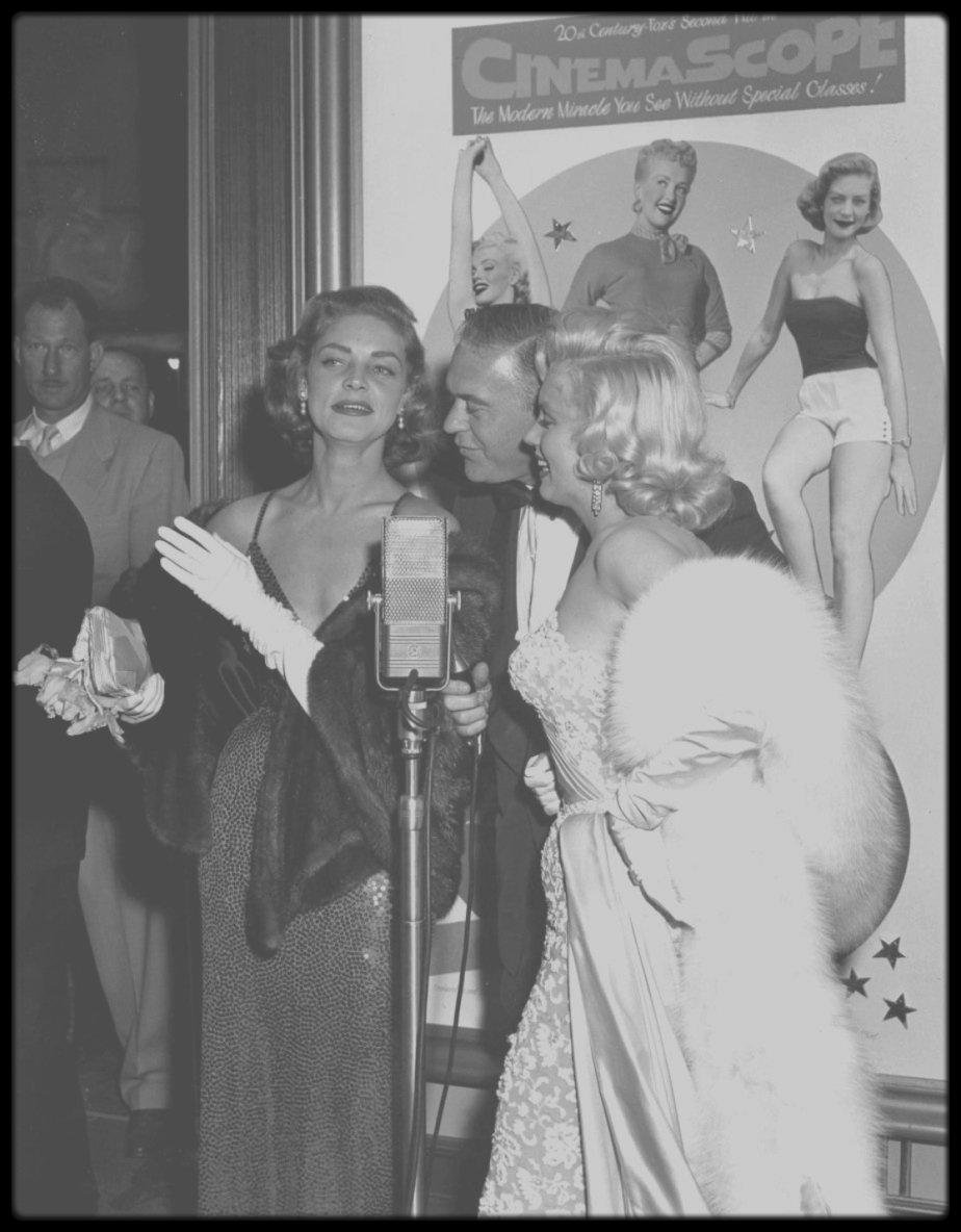 "4 Novembre 1953 / (Part III) Marilyn, Lauren BACALL et son mari Humphrey BOGART se rendent à la Première du film ""How to marry a millionaire"" ; seule Betty GRABLE (qui joue également dans le film) manque à l'appel pour des raisons de tournage."