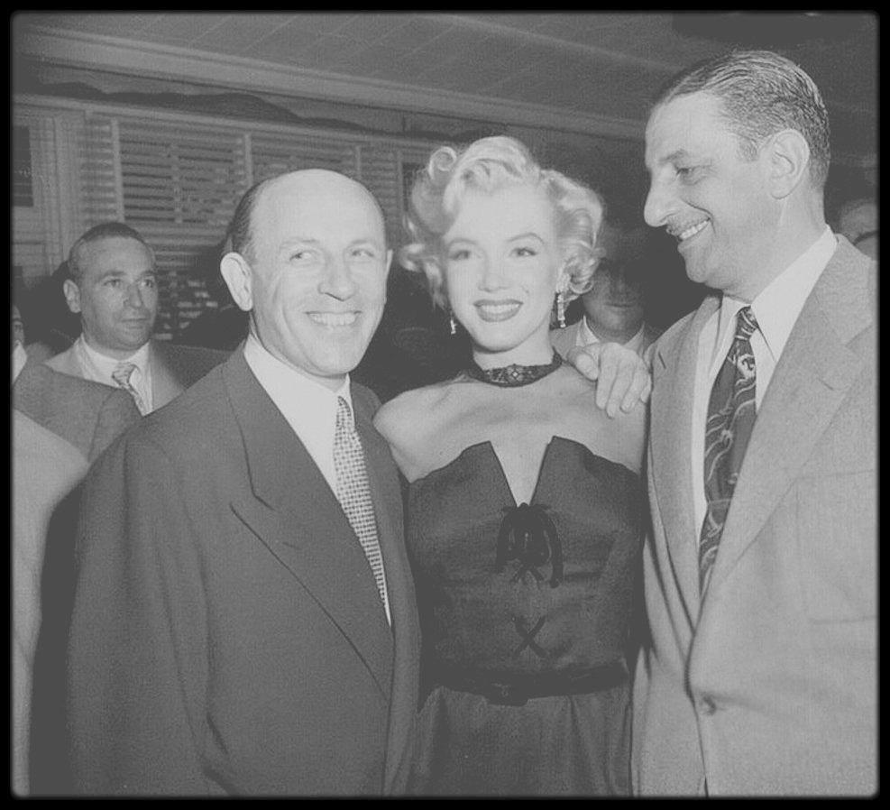 """1951 / (Part II) Marilyn assista à la soirée annuelle des correspondants de presse étrangers à Hollywood, au """"Mocambo Club"""" ; la soirée se poursuivra par la visite du navire de guerre, le """"U.S.S. Benham"""" où les marins l'attendaient impatiemment."""