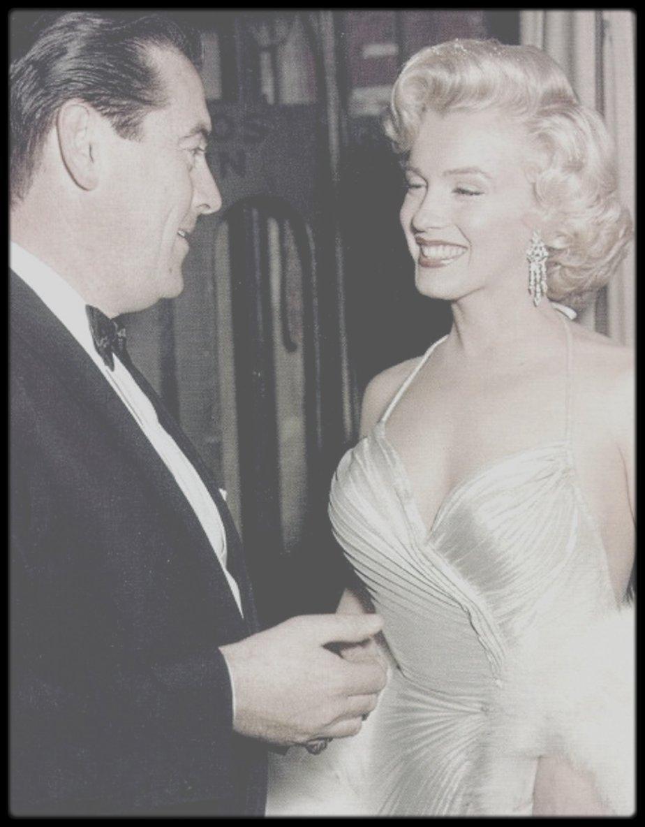 """4 Décembre 1953 / (Part III) Marilyn participe à un gala de bienfaisance pour les enfants au """"Shrine Auditorium"""", où l'on peut croiser entre autres, Jack BENNY, Nat DILLINGER ou encore Danny THOMAS."""