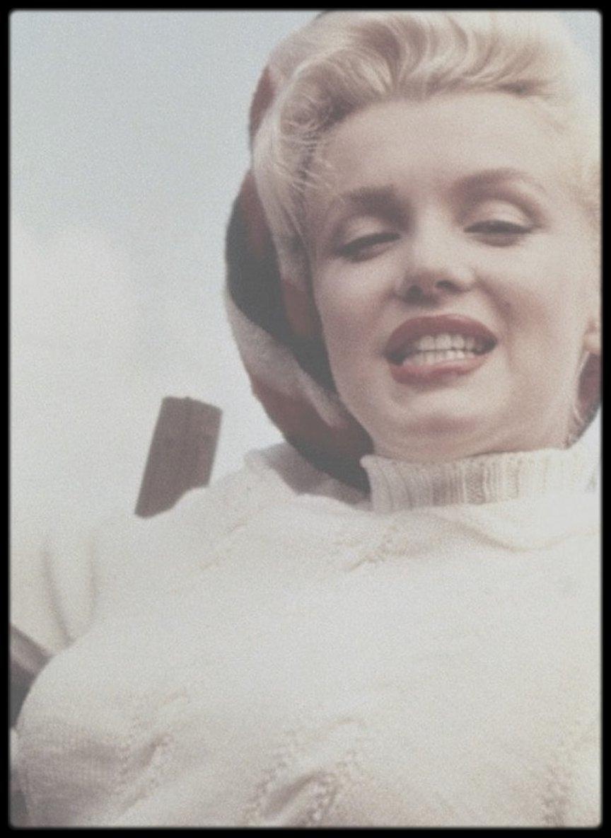 """1953 / Marilyn lors du tournage du film """"River of no return""""."""