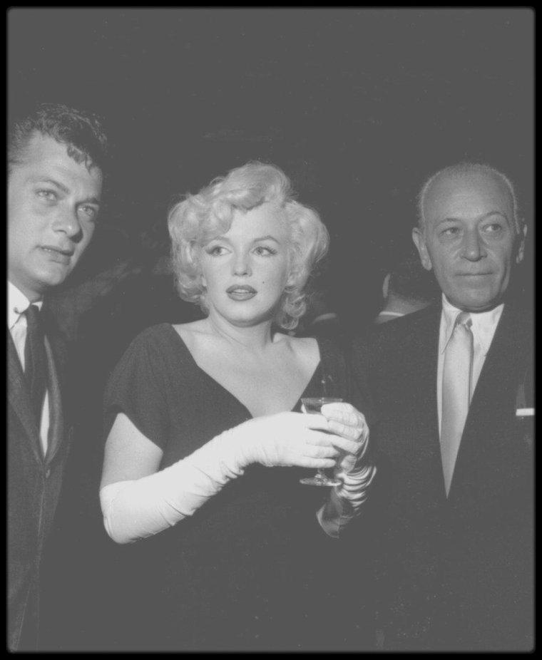 """8 Juillet 1958 / (Part IV) Conférence de presse organisée au """"Beverly Hills Hotel"""" afin de présenter les acteurs du film """"Some like it hot""""."""