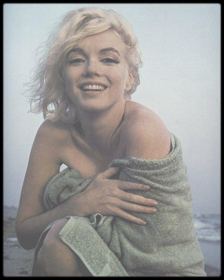 """1er Juillet 1962 / Dernière session photos de Marilyn par George BARRIS, sur la plage de """"Santa Monica beach"""". Il lui restera 1 mois à vivre."""