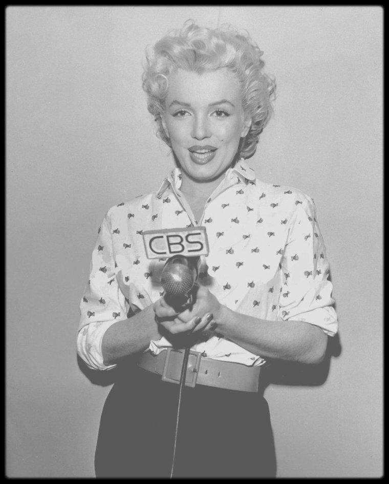 14 Mars 1954 / Marilyn participe à une émission radio à la CBS.