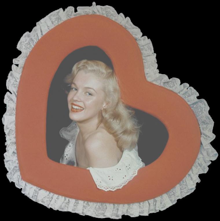 """1947 / Young Marilyn vue par Bruno BERNARD dit """"Bernard of Hollywood"""" / Diplômé de psychologie en criminalité d'une université allemande, il quitta son pays avant la deuxième Guerre Mondiale. Il projetait d'aller au Brésil mais changea d'avis après avoir vu le film « San Francisco » (1936). Il s'installa à Los Angeles et ouvrit son studio, le """"Bernard of Hollywood"""" au 9055 Sunset Boulevard. Il se spécialisa dans les portraits glamour et de pin-ups et devint l'un des photographes de modèles les plus célèbres d'Hollywood.  Il fut également photographe publicitaire pour le """"Palm Springs Raquet Club"""" pendant 50 ans : Il rencontra Marilyn en septembre 1945, et travailla plusieurs fois avec elle au début de sa carrière."""