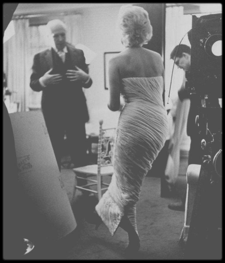 1956 / Dans les coulisses d'une session photos avec Cecil BEATON.