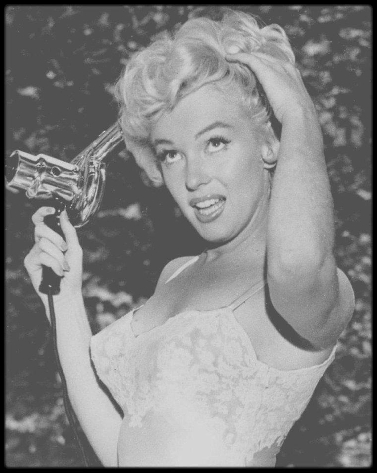"1954 / Lors du tournage de ""The seven year itch""."