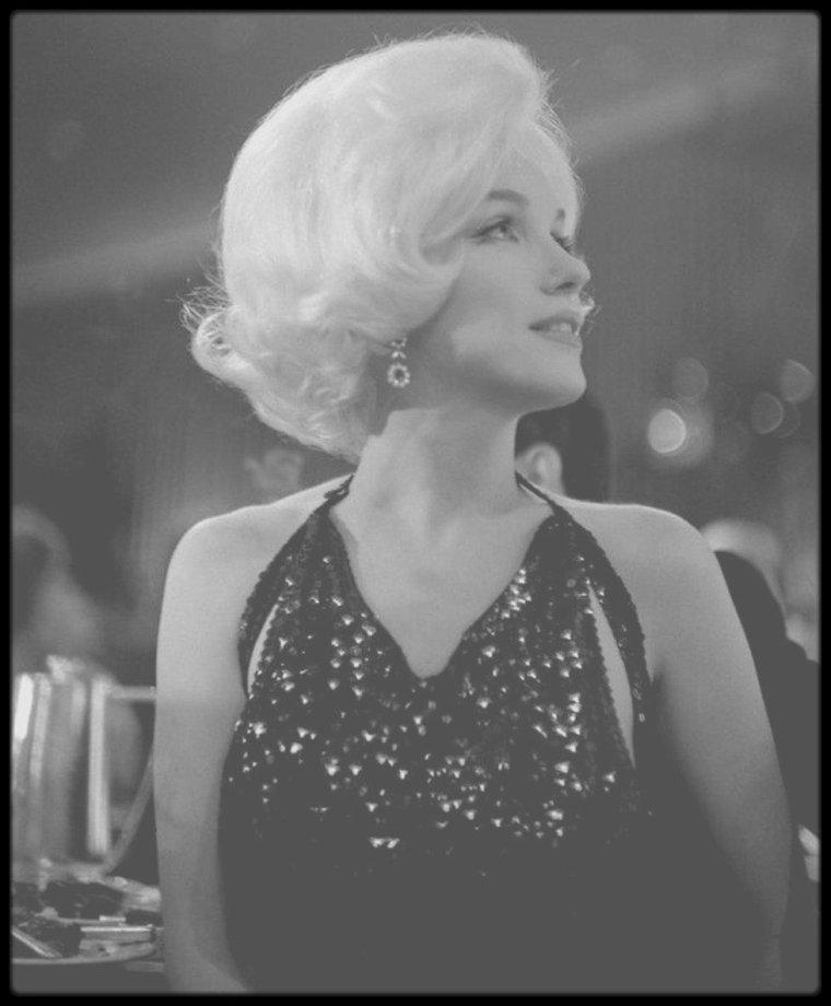 """5 Mars 1962 / """"Actrice préférée dans le monde en 1961"""", telle est la mention écrite sur le """"Golden Globe"""" que Marilyn remporte en ce jour, reçu des mains de Rock HUDSON. Marilyn est heureuse ce jour là, elle est accompagnée de son nouvel amant du moment, Jose BOLANOS, rencontré lors de son séjour au Mexique."""