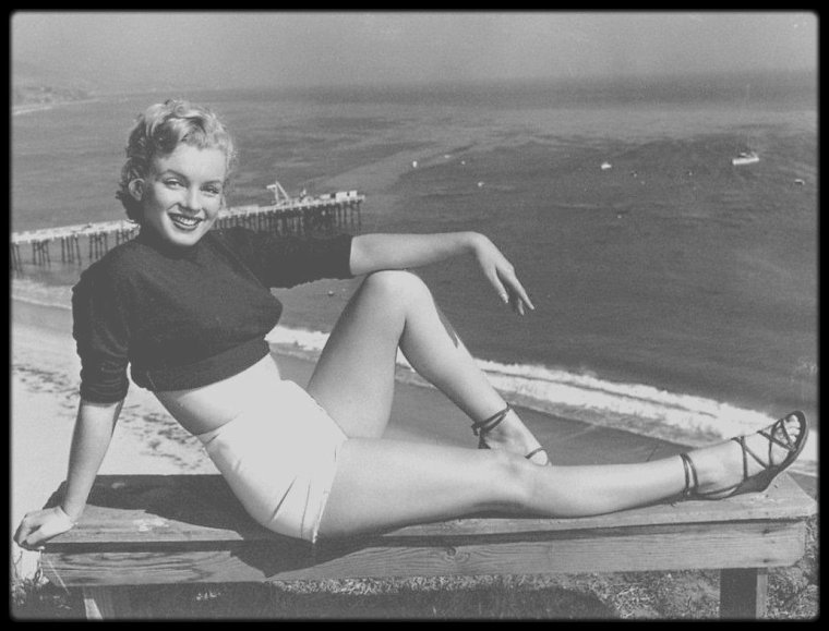 1951 / Marilyn photographiée par J R EYERMAN sur la baie de Simpson, Hollywood.