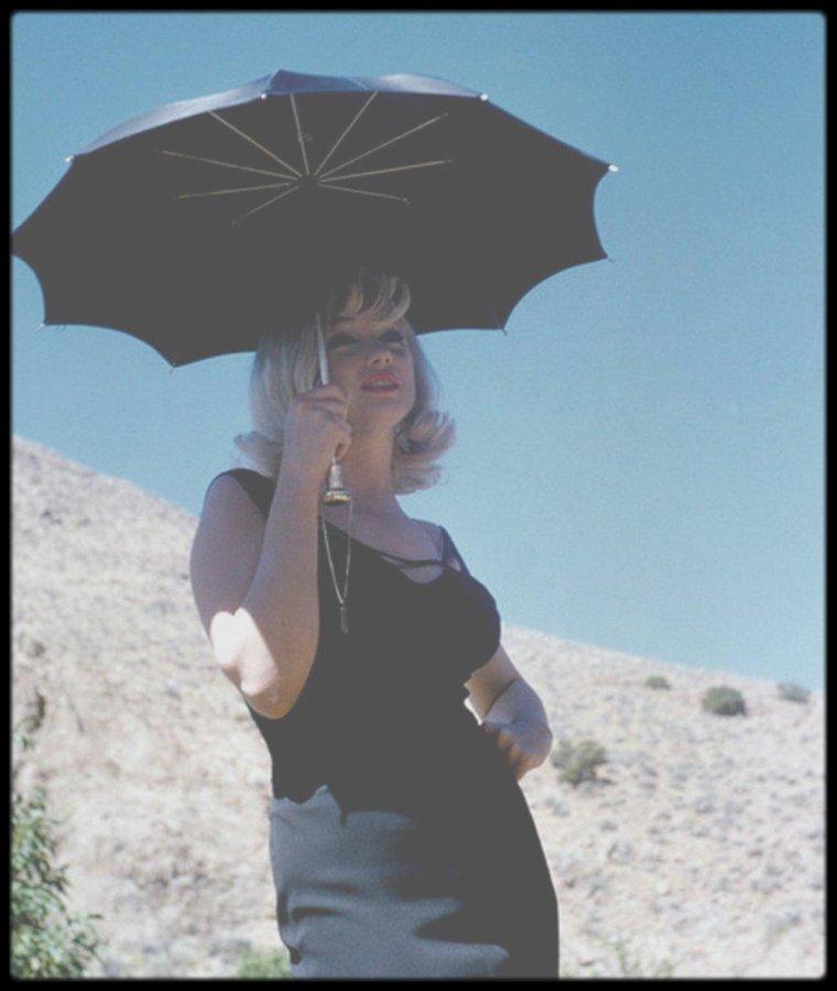 1960    sur le tournage du film  u0026quot the misfits u0026quot   notamment avec gable et huston     marilyn  u00e9tait
