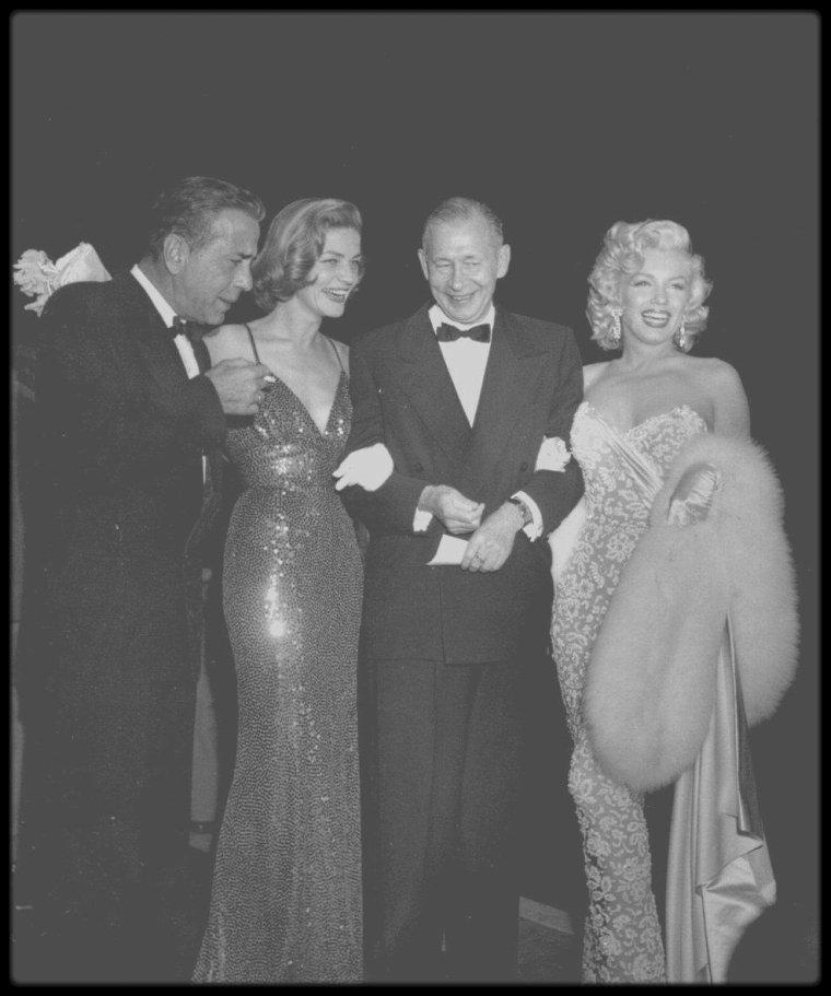 """4 Novembre 1953 / (PART V) Marilyn, Lauren BACALL et son mari Humphrey BOGART, ainsi que le Producteur Nunnally JOHNSON, se rendent à la Première du film """"How to marry a millionaire"""" ; Marilyn est juste radieuse..."""