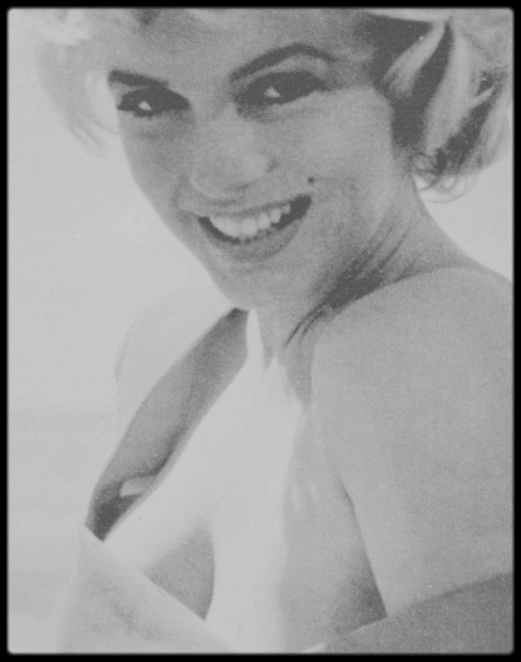 "1952 / Reportage photographique de Marilyn lors du tournage du film ""Niagara"", par Jock CARROLL."