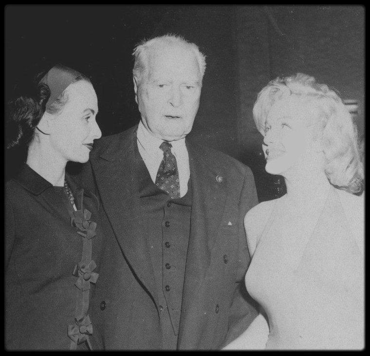 1957 / Marilyn lors de son séjour en Jamaïque, pour sa lune de miel avec MILLER, où ils logeront chez des amis de ce dernier, une famille d'aristocrates.