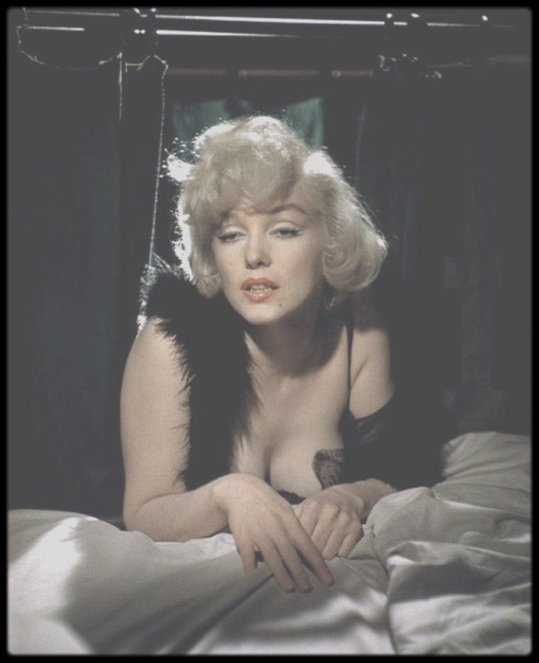 "1958 / Sexy Marilyn sur le tournage du film ""Some like it hot""."