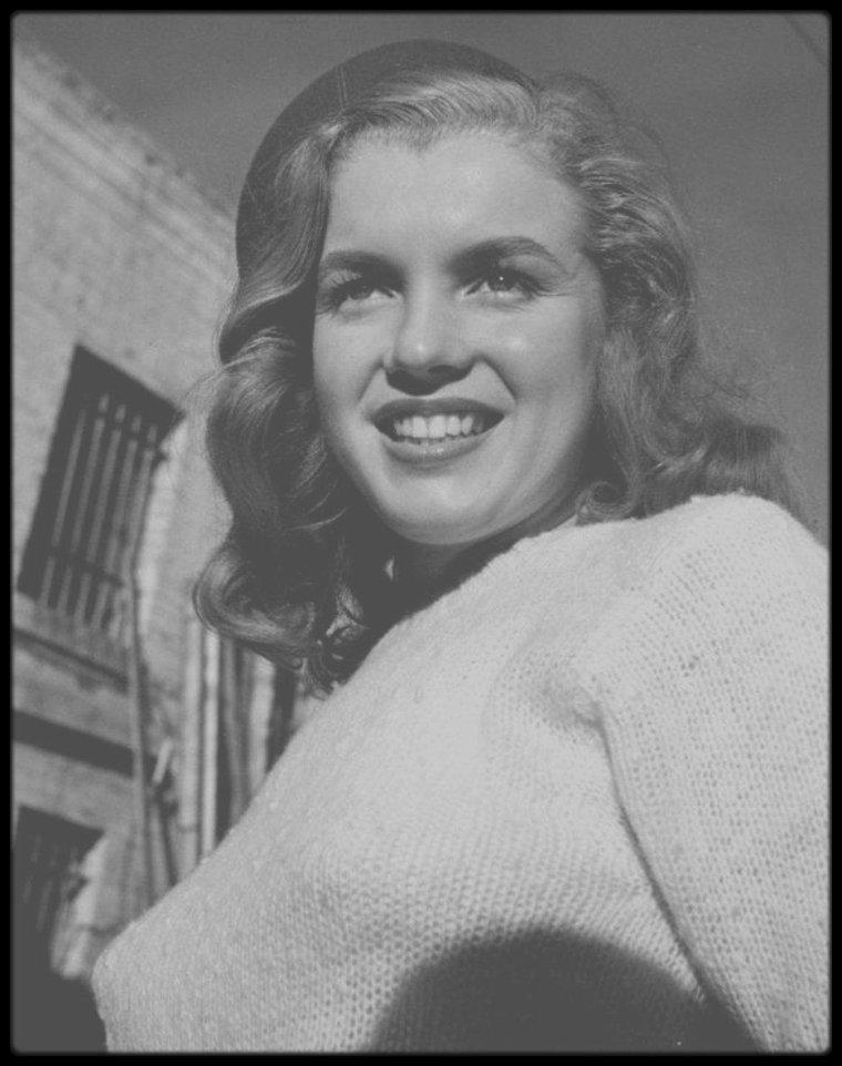 1946 / Young Norma Jeane photographiée par Joseph JASGUR (2 photos avec le photographe).