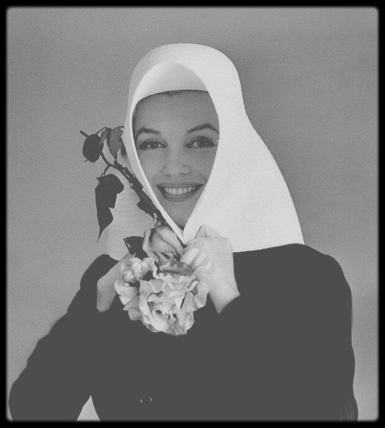 18 Juin 1958 / Marilyn posant pour le photographe Carl PERUTZ.