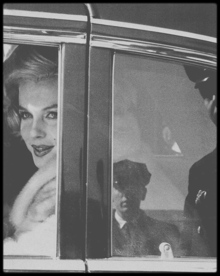"Mars 1959 / Marilyn à Chicago pour la tournée promotionnelle du film ""Some like it hot""."