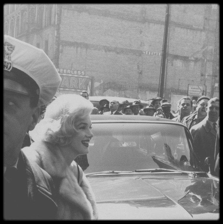 """Mars 1959 / Marilyn à Chicago pour la tournée promotionnelle du film """"Some like it hot""""."""
