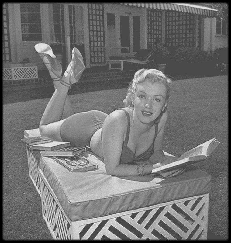 """1950 / Nouvelles photos de la jeune Marilyn, dans le jardin de son """"mentor"""" et agent de l'époque, Johnny HYDE, sous l'objectif d'Earl LEAF."""