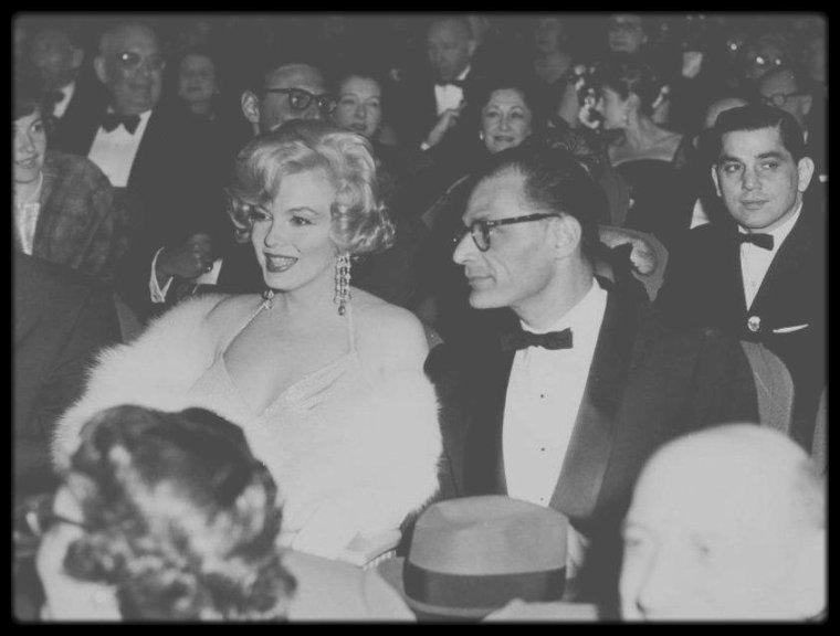 """29 Mars 1959 / (PART IV) LES INEDITES de Marilyn et de MILLER lors de la première du film """"Some like it hot""""."""