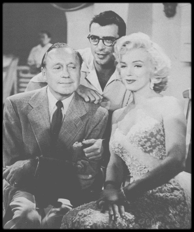 """13 Septembre 1953 / (Part II) Marilyn fait ses débuts à la télévision en interprètant un sketch et une chanson (""""Bye bye baby"""") tirée du film """"Gentlemen prefer blondes"""", avec l'humoriste Jack BENNY. (Sketch retranscrit ci-dessous)."""