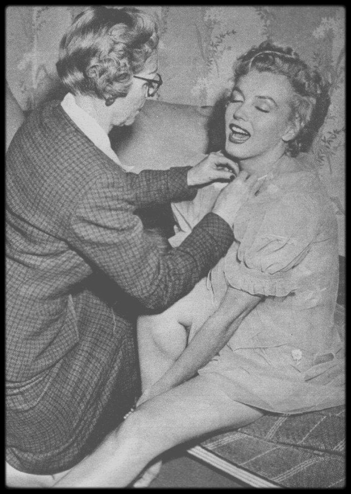 1952 / Une session photos assez rare avec des clichés peu connus, où Marilyn pose pour de la lingerie, sous l'objectif du photographe Carlyle BLACKWELL.