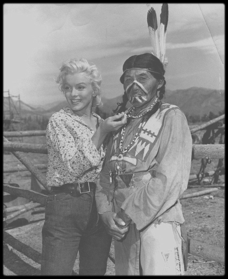 "1953 / Divers moments sur le tournage du film ""River of no return""."