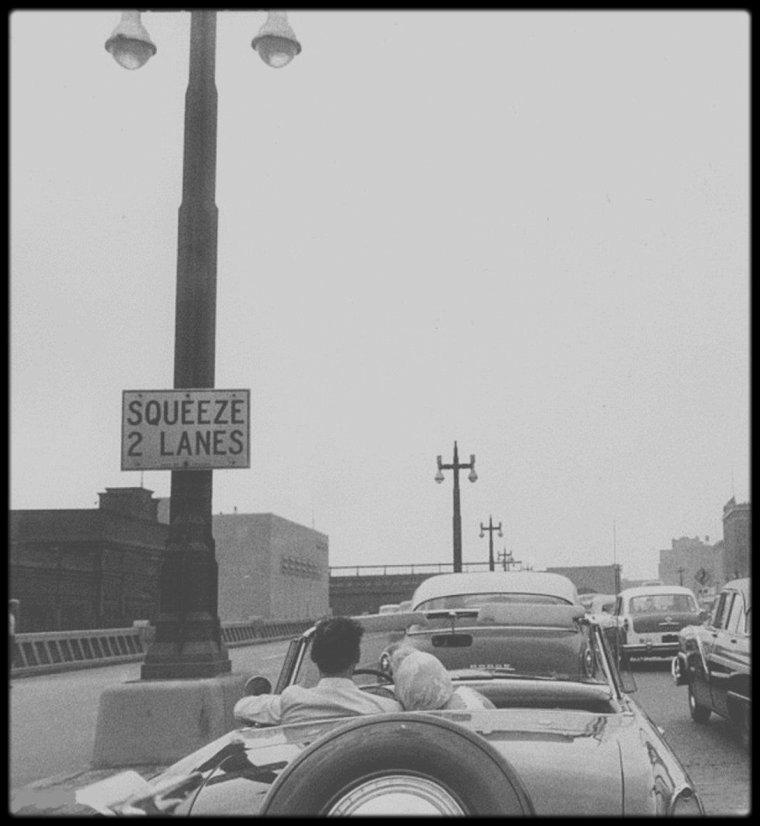Mai 1957 / (Part II) Marilyn et Arthur en ballade en voiture (Ford Thunderbird) dans New York, suivie par le photographe Sam SHAW.