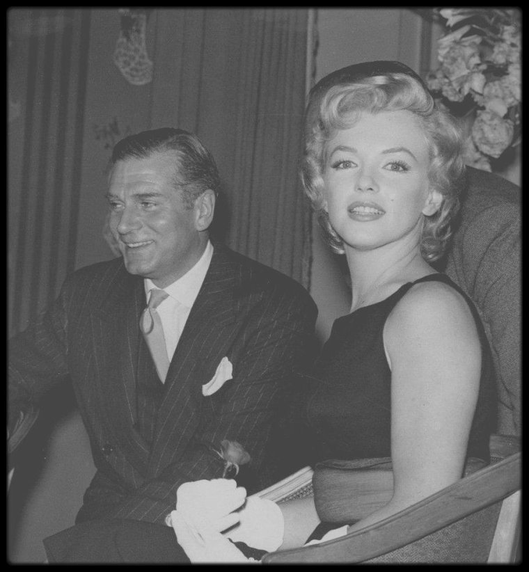 """15 Juillet 1956 / (Part IV) Une conférence de presse fut donnée dans la salle """"Lancaster"""" de """"l'hôtel Savoy"""" de Londres pour  annoncer le début du tournage du film """"The Prince and the showgirl""""."""
