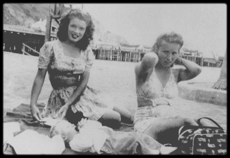 1943-44 / Pêle mêle, les années Norma Jeane... Instantanés de la vie privée.