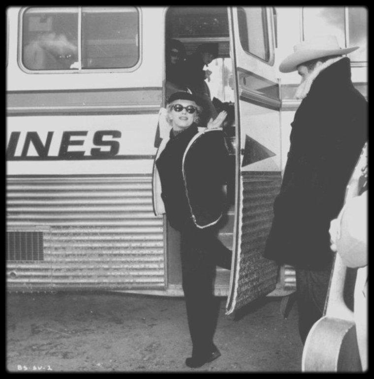 """1956 / Quand toute l'équipe du film """"Bus stop"""" et le réalisateur Joshua LOGAN, se rendent à Sun Valley, en Idaho, pour les répétitions et le tournage des scènes en extérieur."""